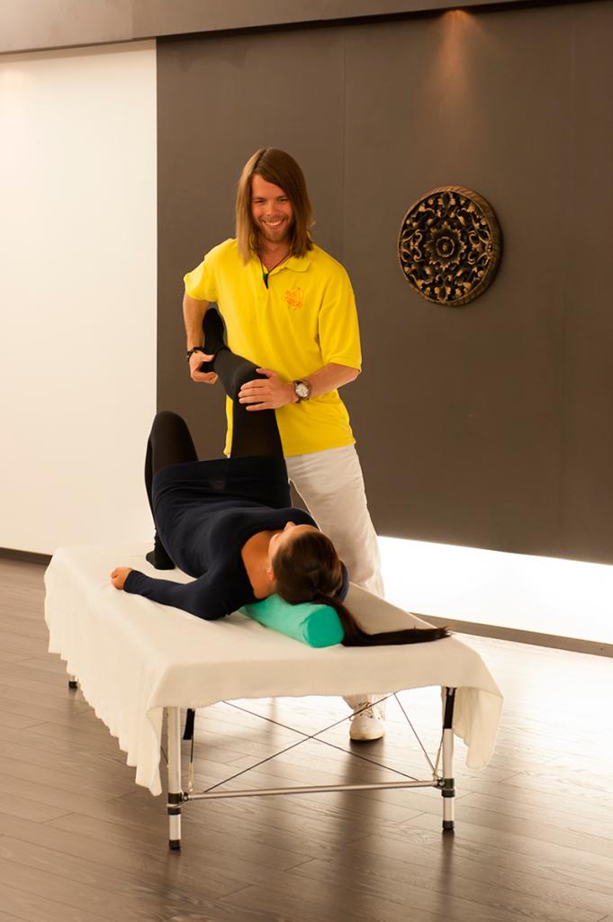 Behandlung bei Knieschmerzen von Matthias Brummer