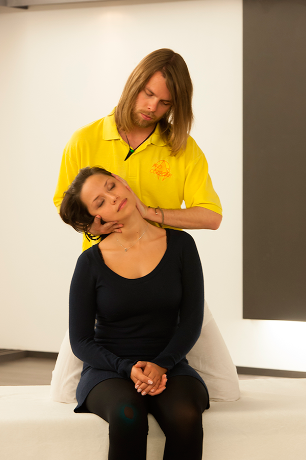 Heilpraktiker für Physiotherapie Behandlung Nackenschmerzen