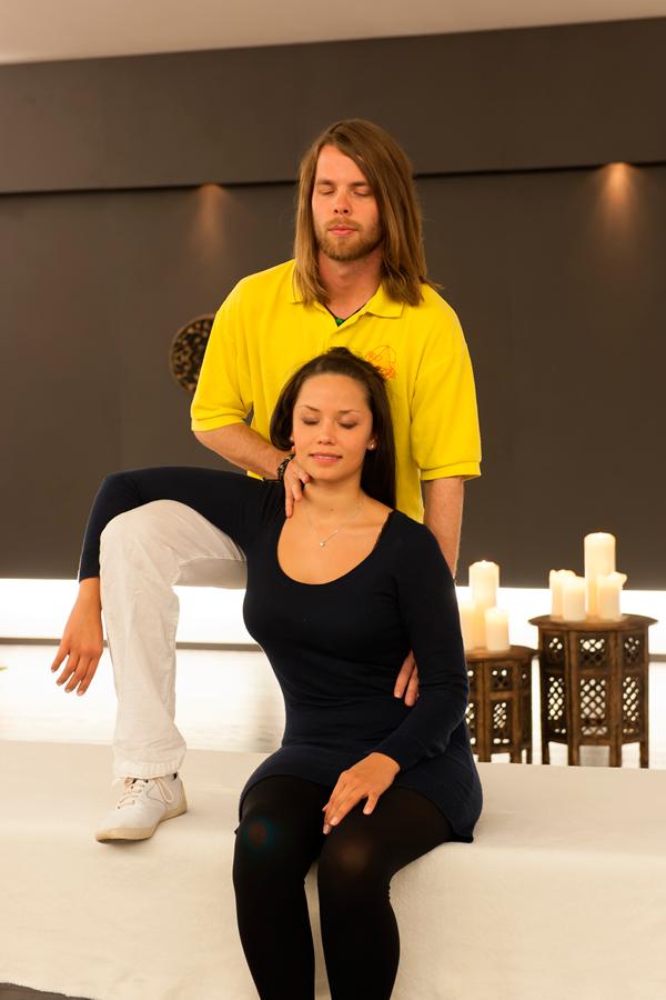 Behandlung von Nackenschmerzen von Matthias Brummer
